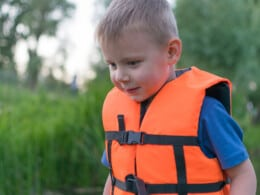 best-life-jackets-for-kids
