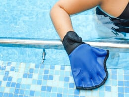 best-swimming-gloves