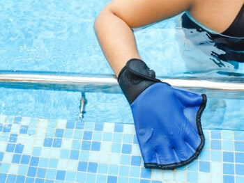 best-swimming-gloves
